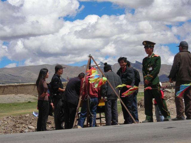 einer der unzähligen checkpoints auf dem weg nach Lahsa