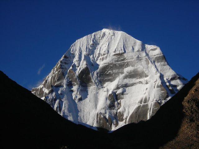 der heilige berg der tibeter bei klarer sicht, welcher noch nie erklommen werden durfte