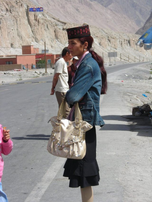 interesting usbek fashion seen on Karakoram highway...
