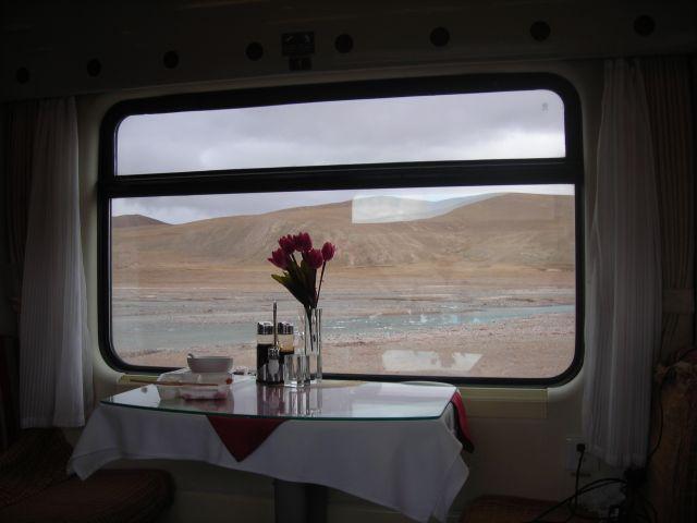 der ganze Stolz des Riesenreichs, die hightech Bahn von Lahsa an die reiche Westküste. Von Lahsa nach Peking in 48 Stunden...