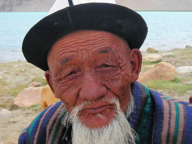 old-man-at-chinese-pakistan-border