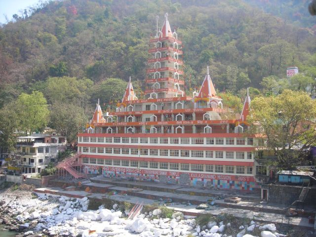 one of the dominating buildings in Rishikesh